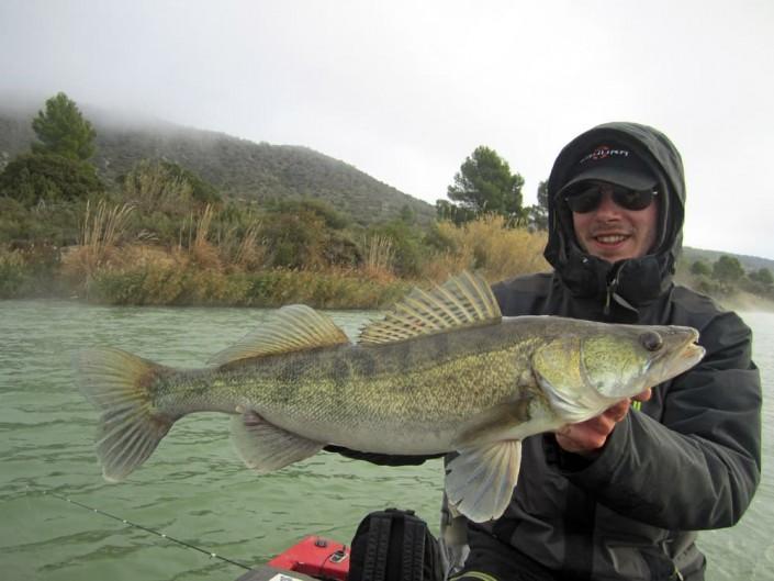 22-pêche light en bordure avec du materiel sakura