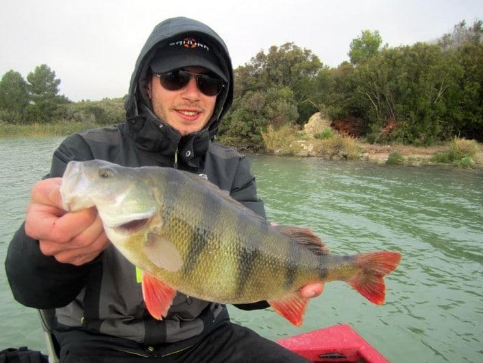 23-pêche light en bordure avec du materiel sakura