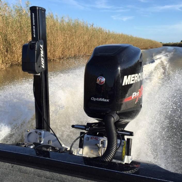Une jack plate hydraulique est indispensable pour naviguer entre les hauts fonds