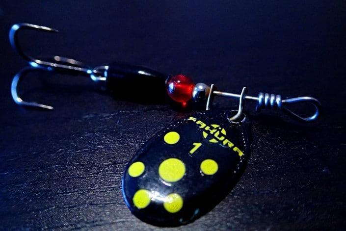 cuillere tournante imara noire à points jaune