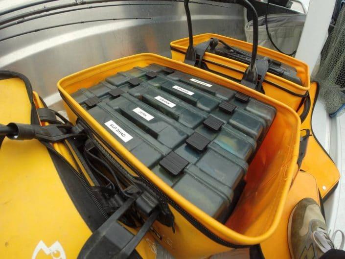 un matériel bien organisé grâce aux boîtes et à la bagagerie Sakura