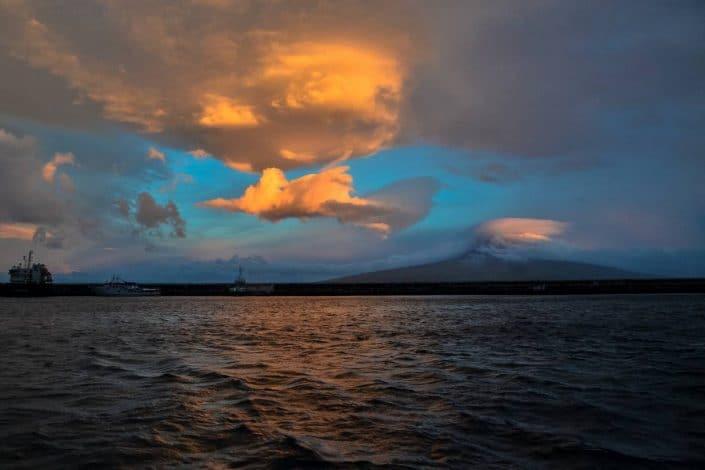 coucher de soleil sur Monte do Pico sur l'île de Pico