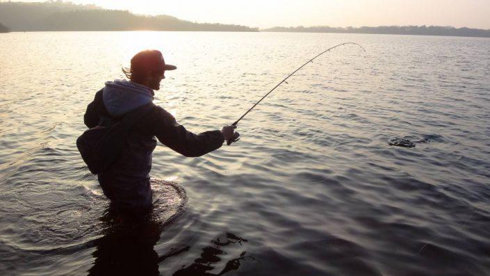 tomas gestin du team sakura fishing en plein combat a l'ouverture de la truite