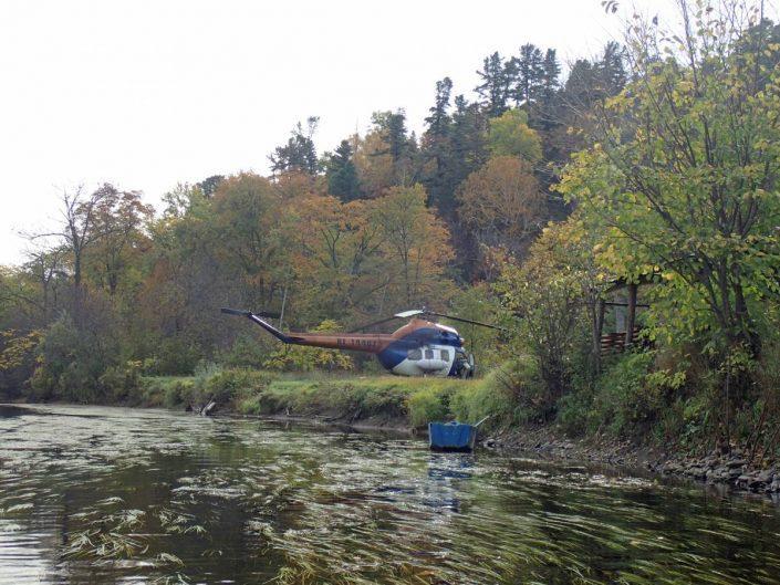 helicoptere poser a proximité du camp de peche